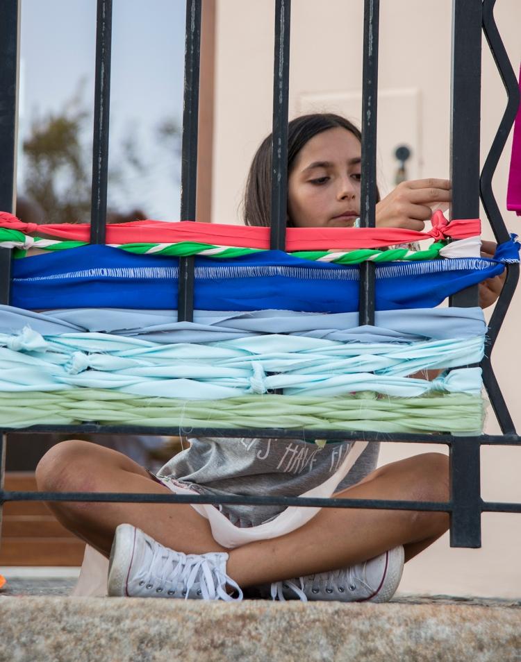 Weaving on the railings
